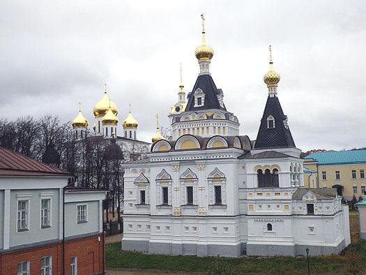 в дмитровском Кремле.