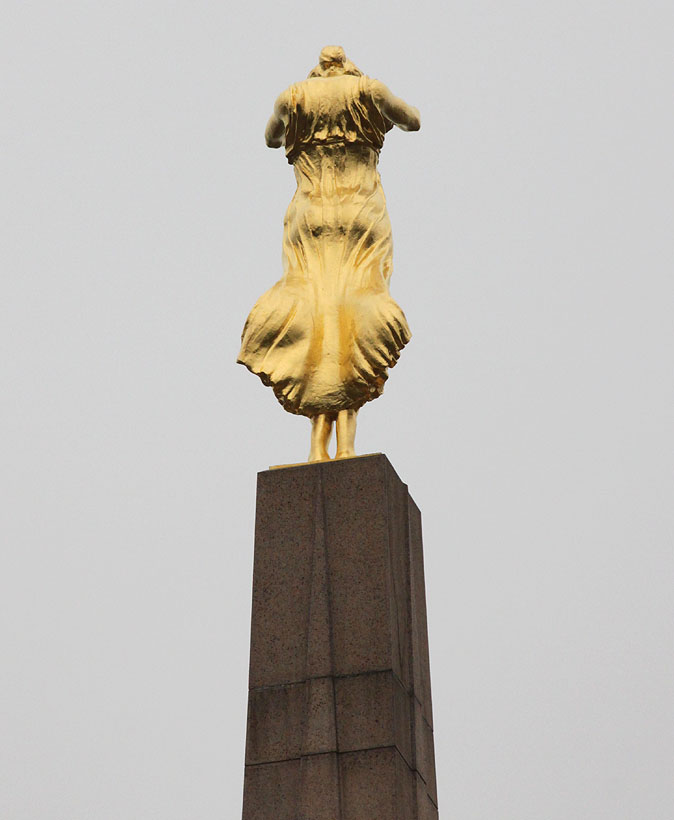 Памятник Золотая фрау в Люксембурге информация и фото